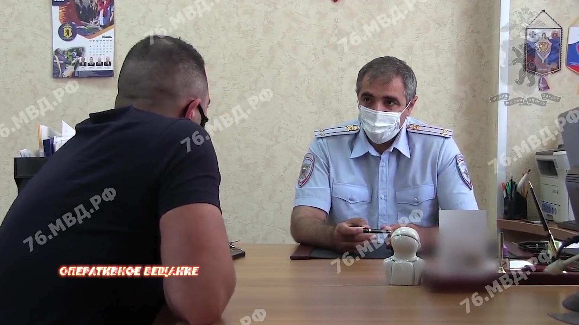 Бранился и поддерживал криминал: ярославцу, снявшему на видео нападение на полицейского, пришлось извиняться