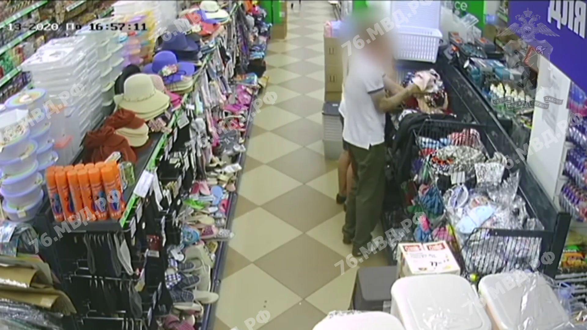 В Ярославле двое мужчин украли 123 пары трусов