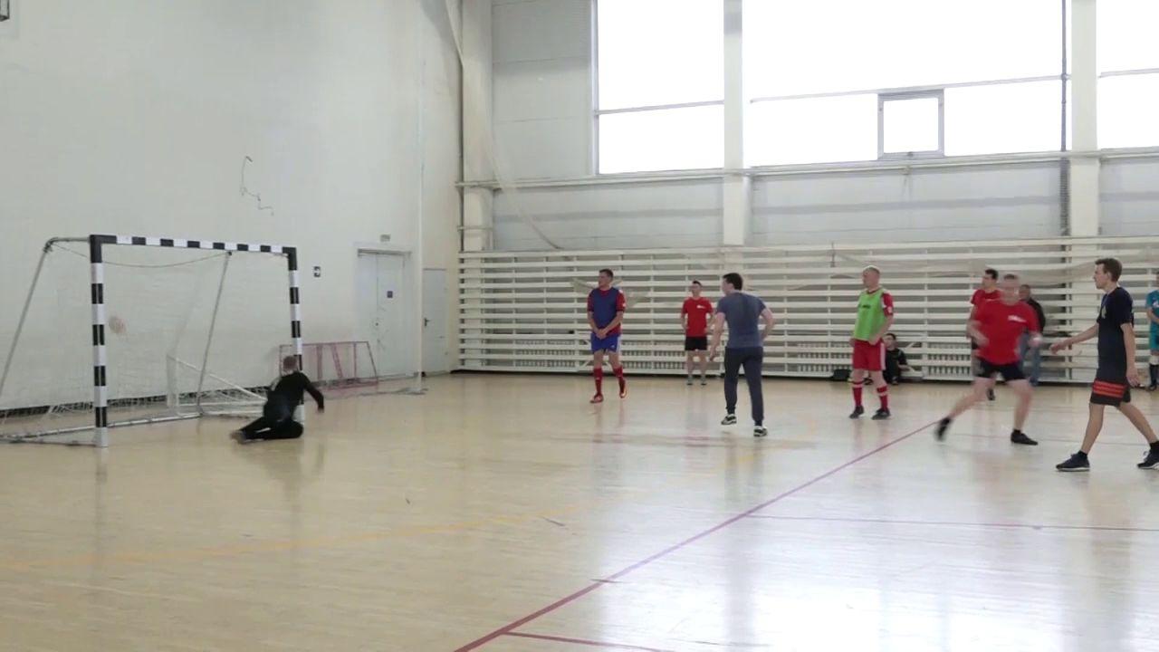 Команда «Первого Ярославского» сыграла в футбол со следователями