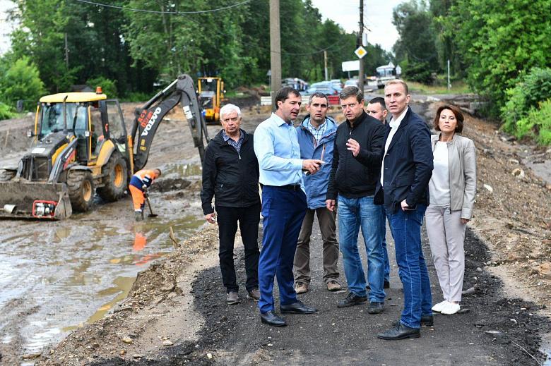 Владимир Волков проверил выполнение ремонтных работ на Тутаевском шоссе