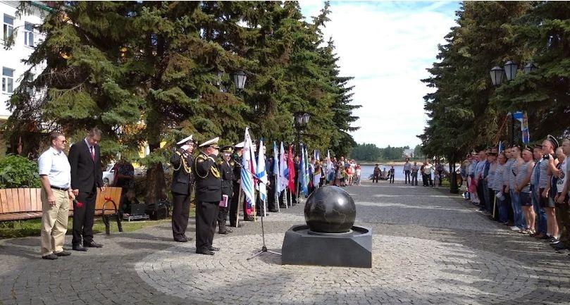 В Рыбинске День ВМФ отметили автопробегом