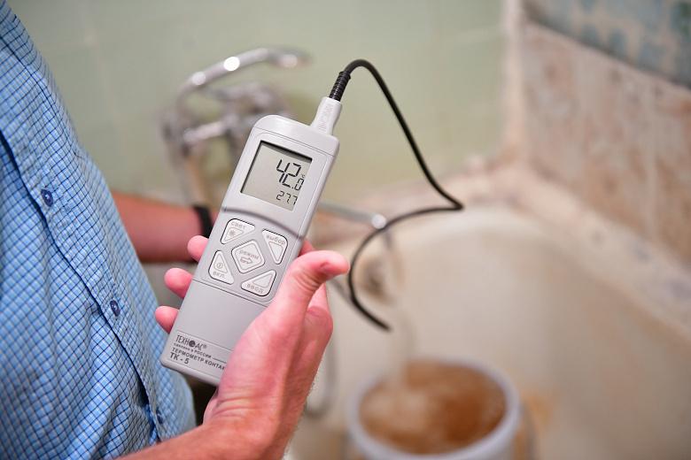 В доме на Чкалова снизилось качество горячей воды: идут работы по устранению проблемы