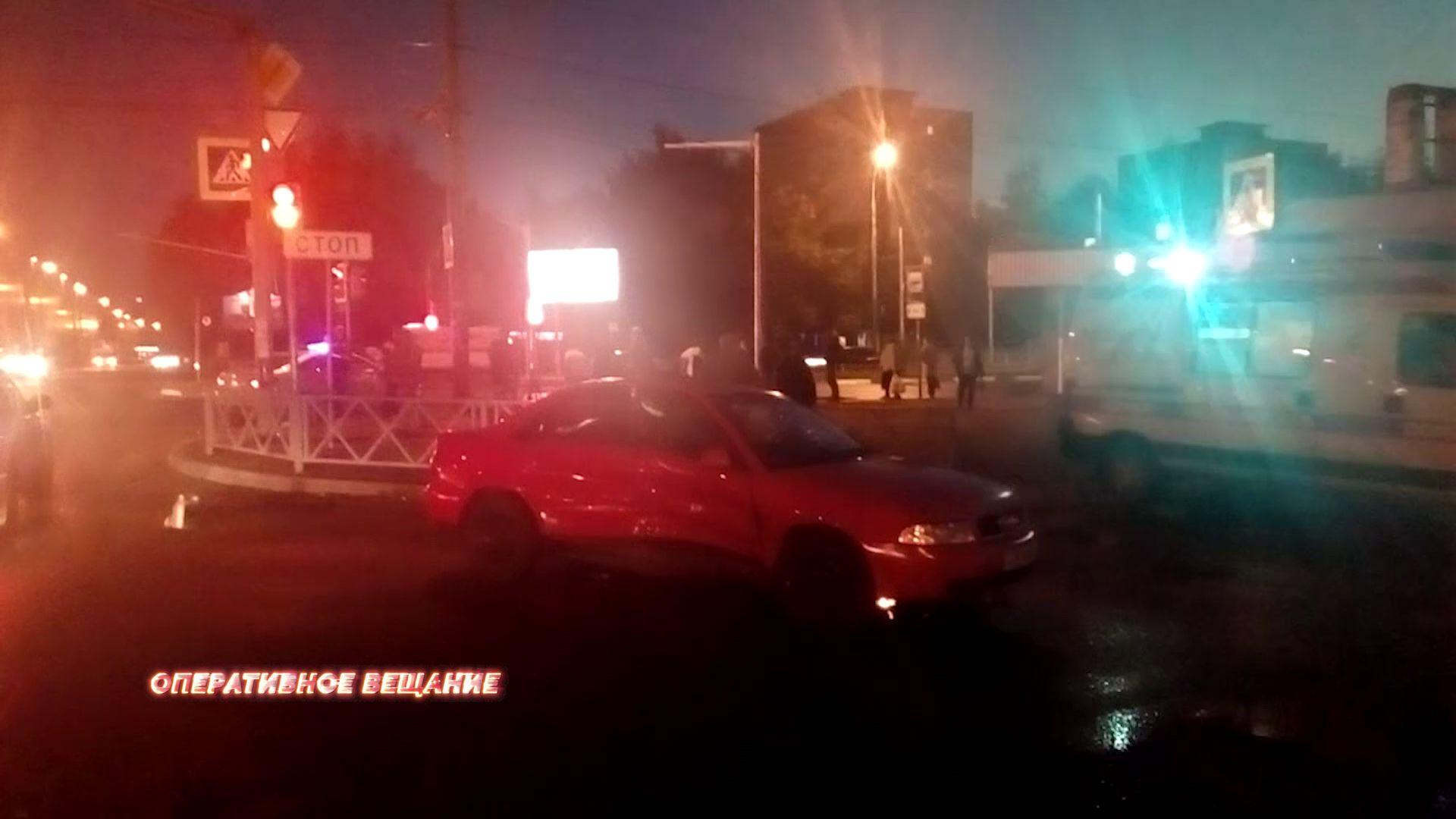На перекрестке Ленинградского проспекта и улицы Урицкого столкнулись две машины