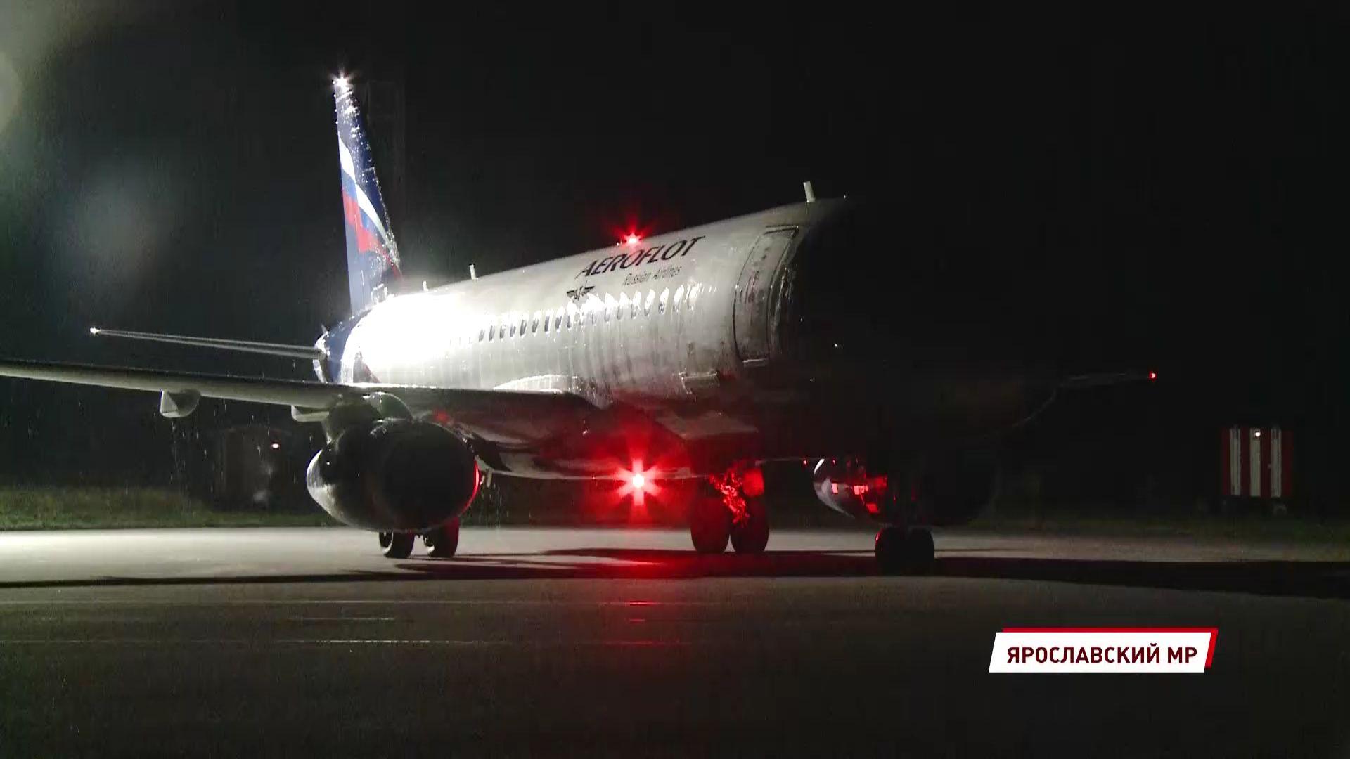 Первый самолет из Москвы приземлился в Туношне