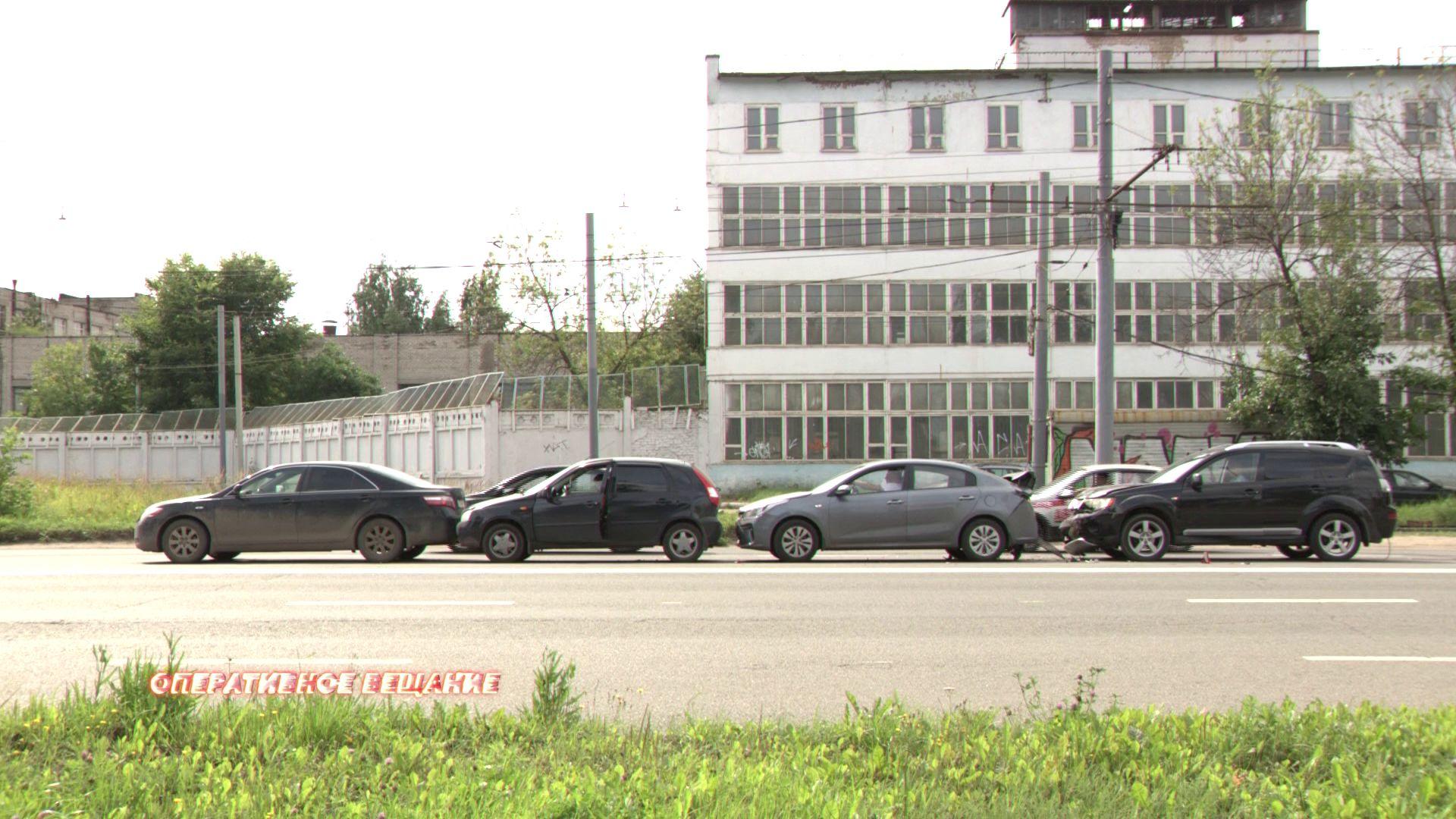 Багажник оказался в салоне: в ДТП на проспекте Октября попали четыре машины
