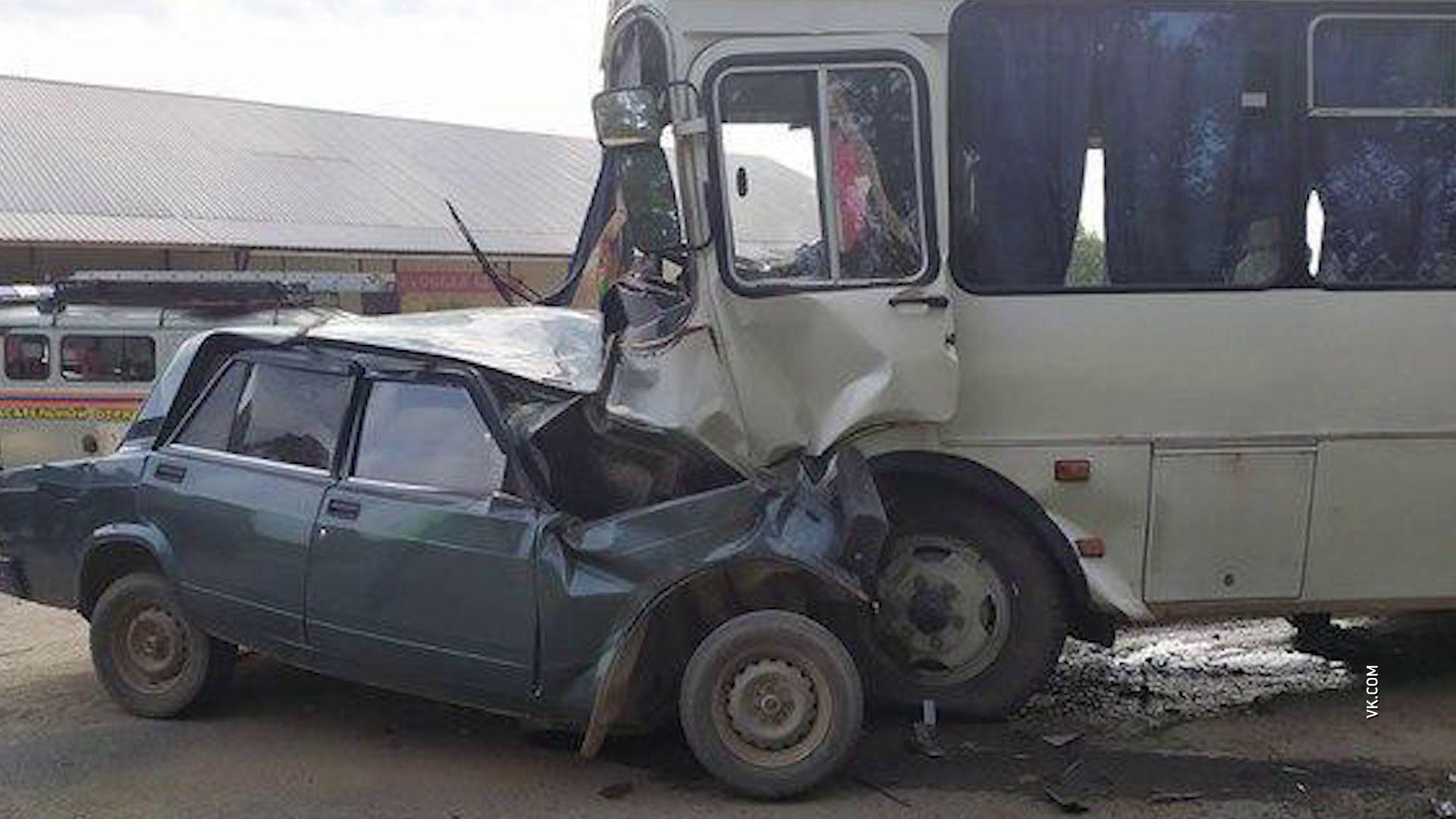 В Борисоглебском в ДТП с военным автобусом погиб человек