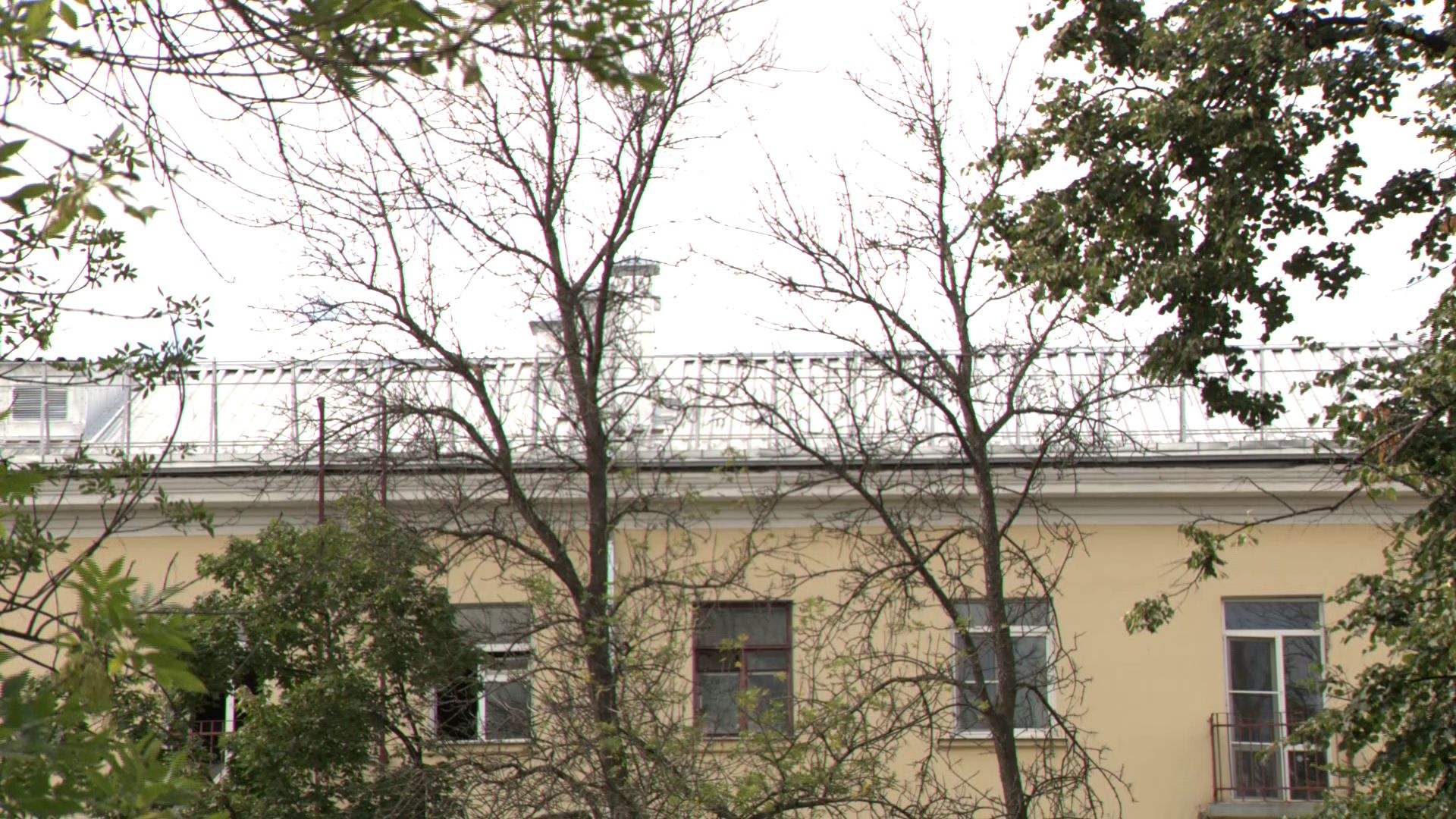 В центре города обновляют крыши домов