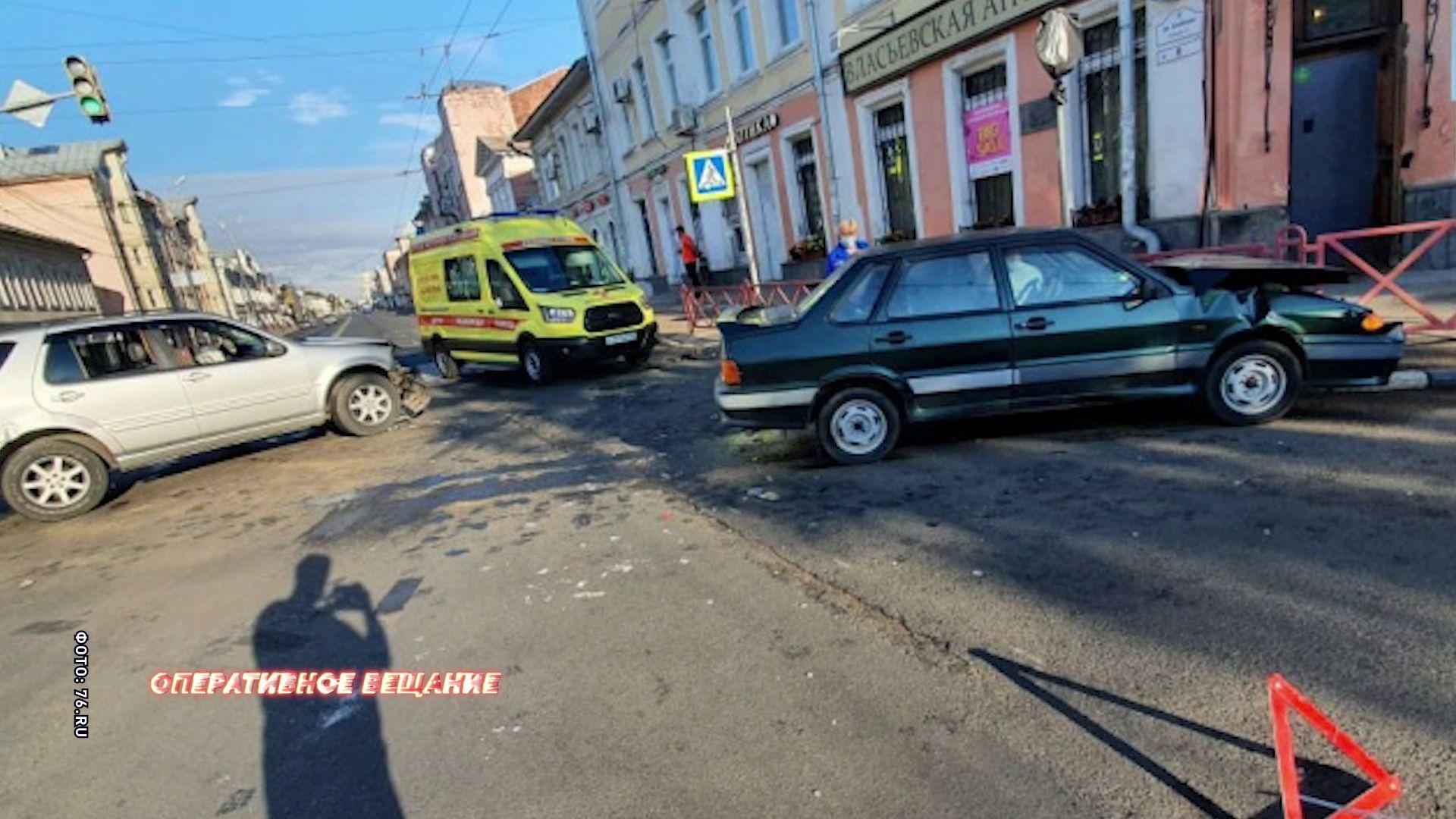 ДТП в Ярославле: у водителя отечественной марки травма ноги