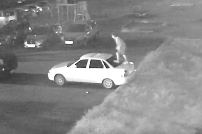 В Рыбинске поймали вандала, испортившего по пьяни шесть автомобилей