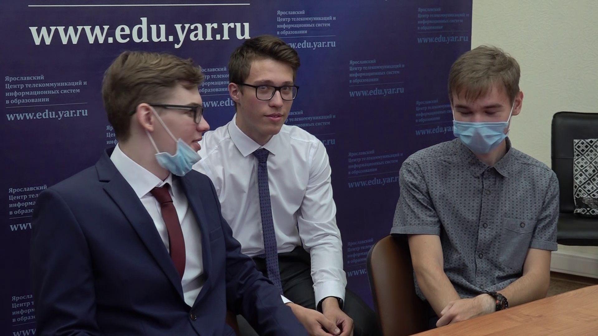 Выпускники–стобалльники пообщались по видеосвязи с губернатором