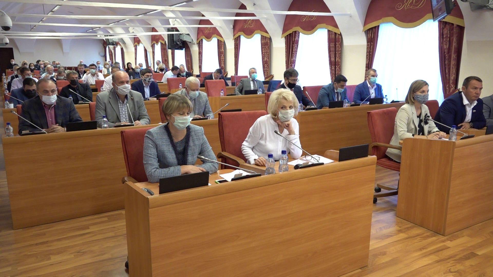 На заседании областной Думы обсудили вопрос бесплатного питания для учеников начальной школы