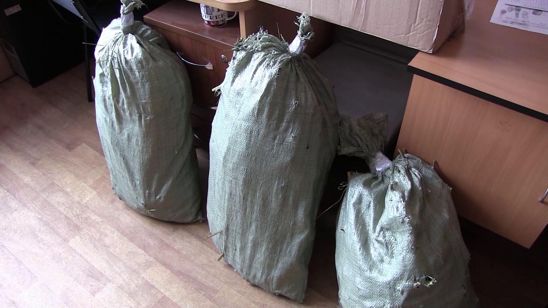 В Тутаевском районе задержали мужчину с тремя мешками маковой соломы