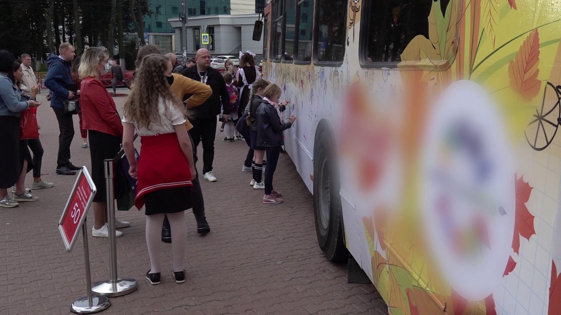 Ярославским школьникам разрешили разрисовать троллейбус