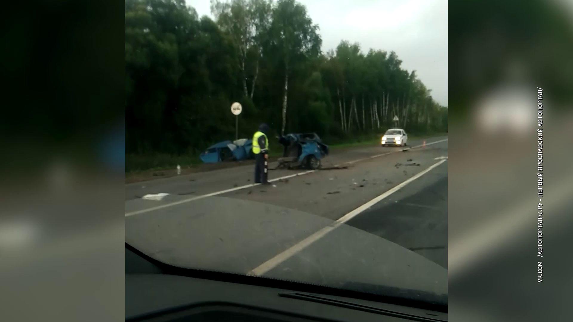 В ДТП под Ростовом машину разорвало на части