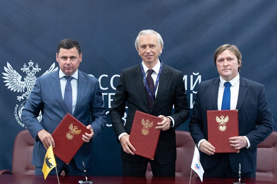 Дмитрий Миронов и РФС заключили соглашение о развитии футбола в Ярославской области