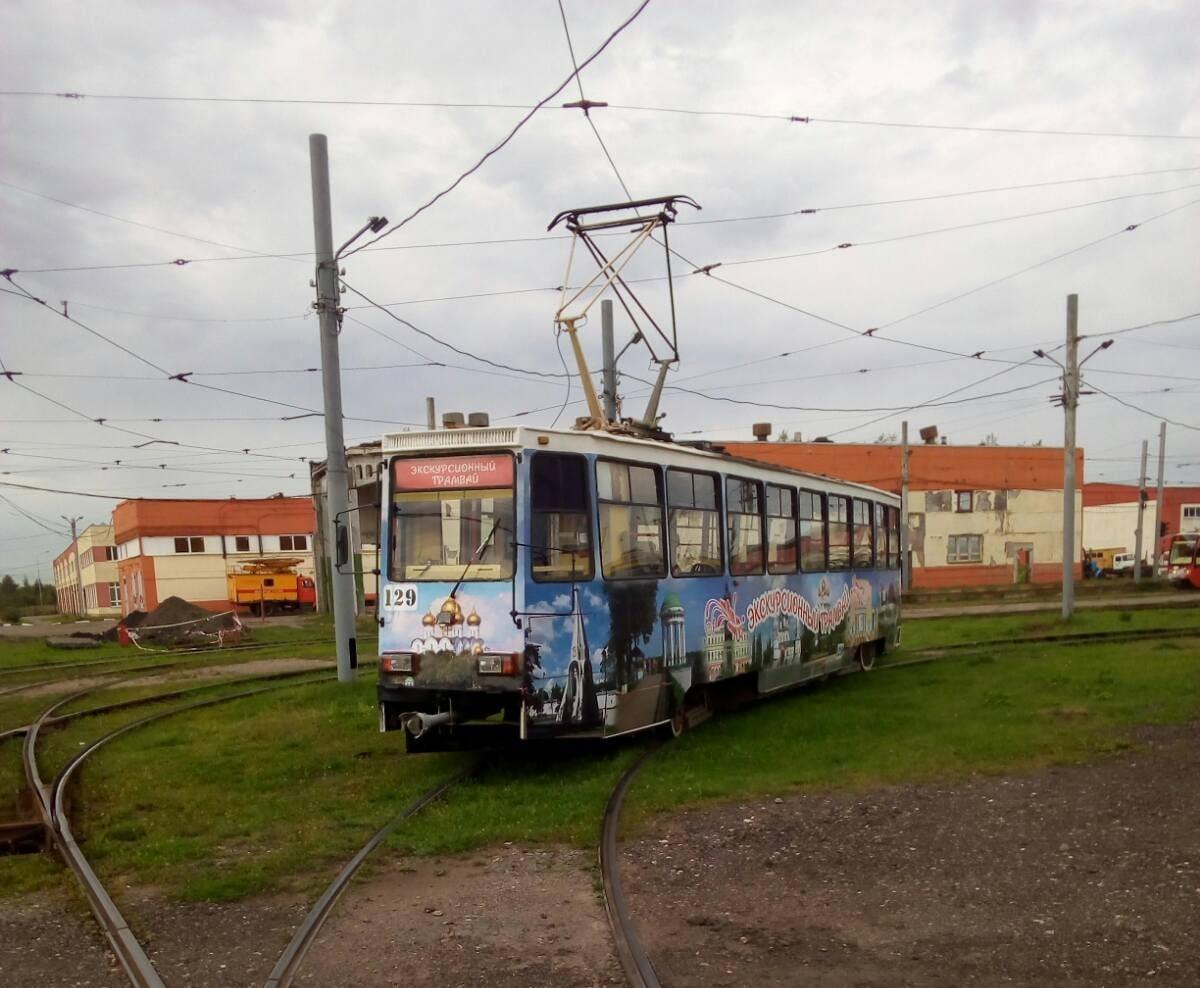 На ярославские улицы вышел экскурсионный трамвай