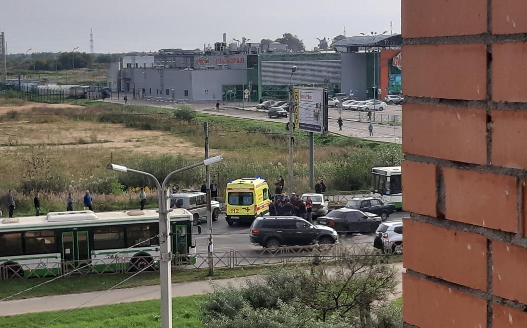 В Заволжском районе столкнулись несколько легковушек