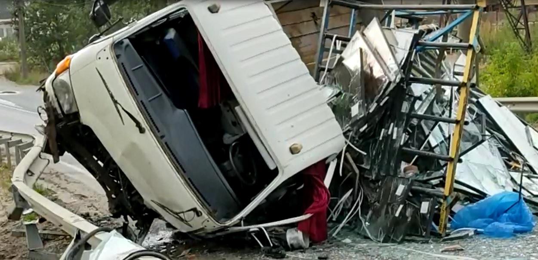 Три человека в больнице: подробности и видео с места ДТП на улице Гагарина в Ярославле