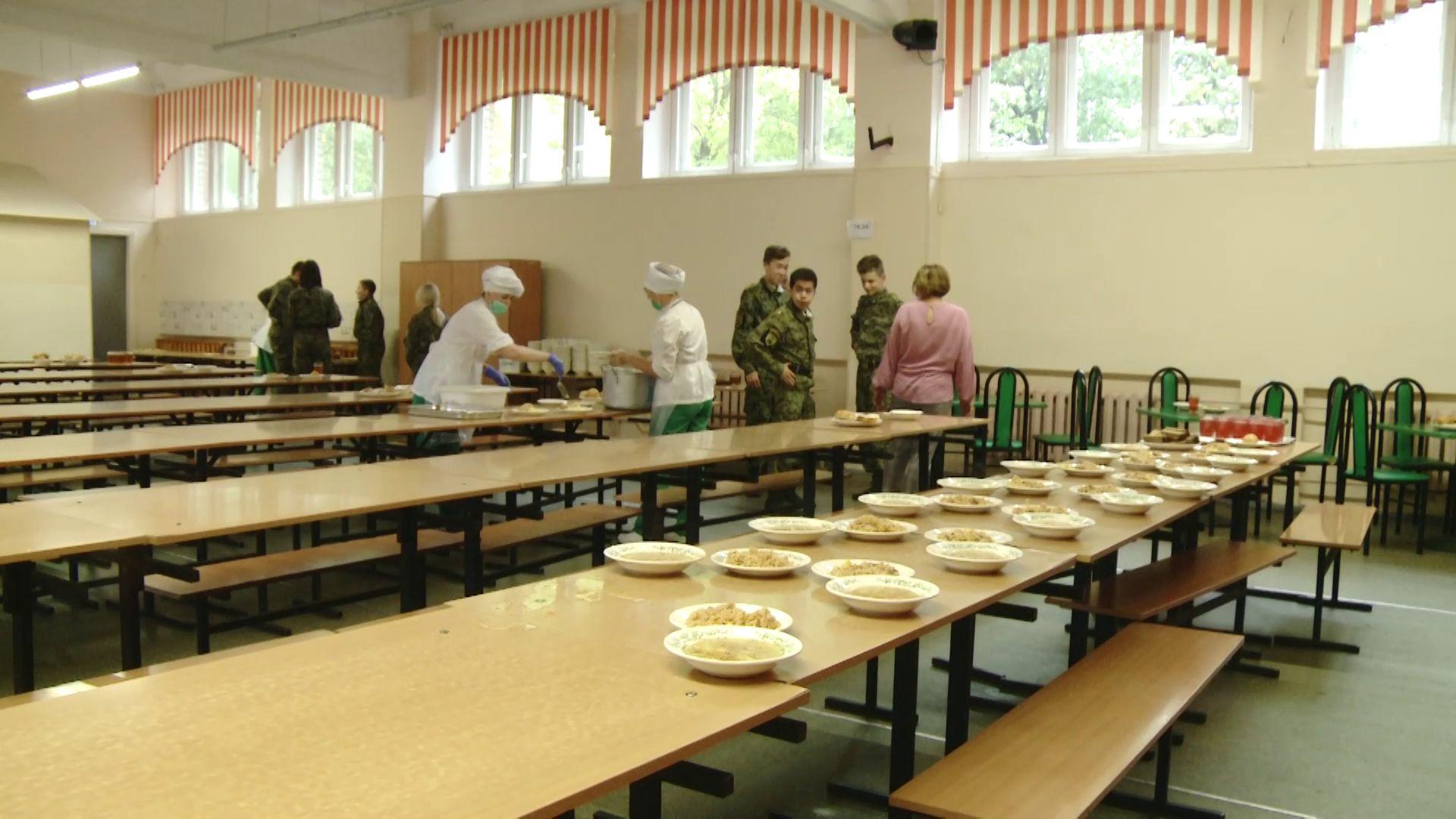 «Доверяй, но проверяй»: комиссия оценила качество бесплатного питания для школьников