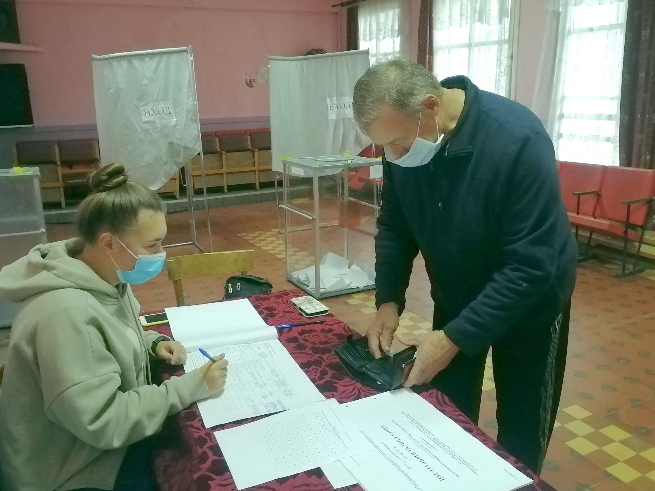 Стало известно, сколько избирателей проголосовали в первый день выборов