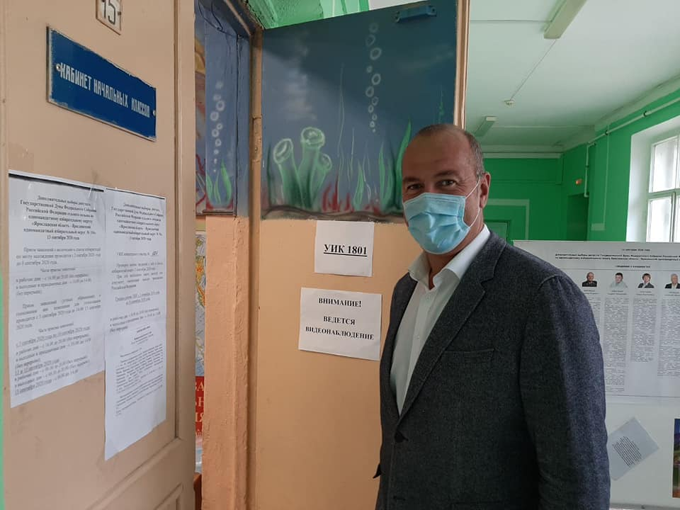 В Ярославле на участке в Заволжском районе проголосовал депутат Илья Осипов