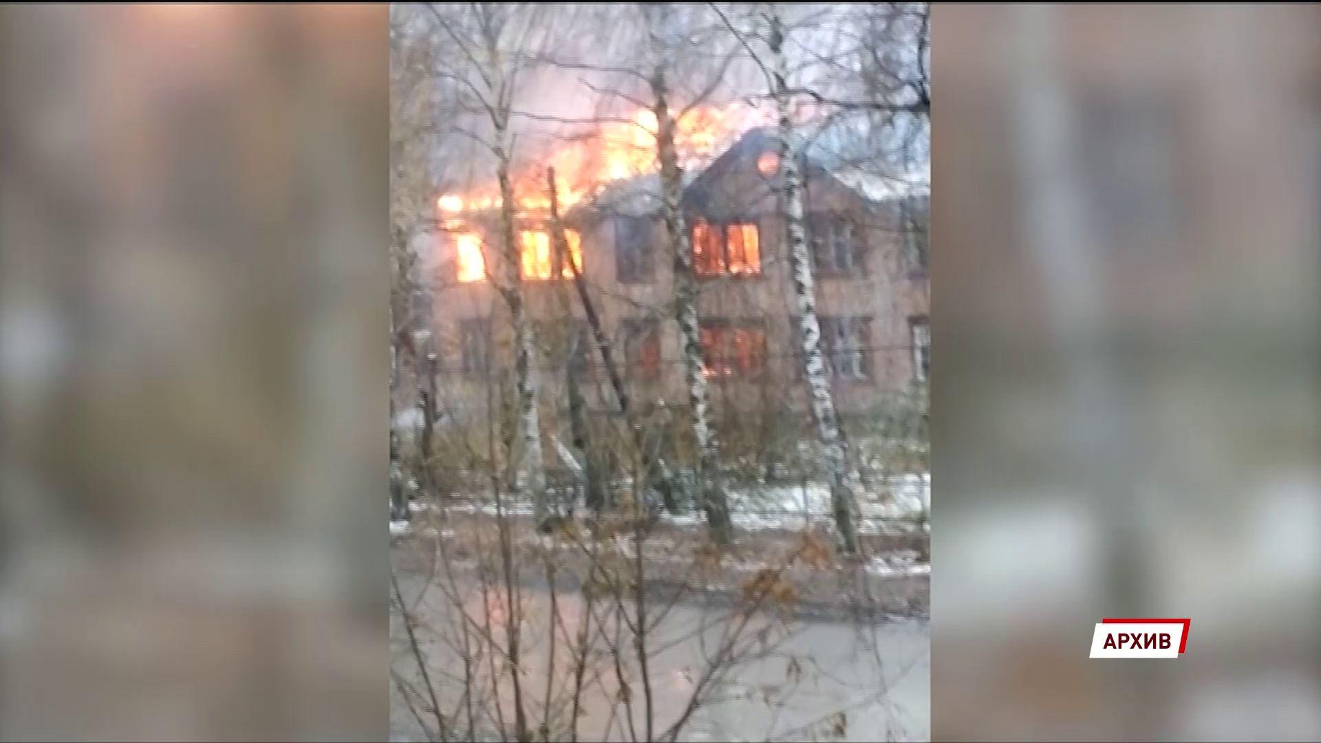На улице Клубной продолжают гореть расселенные двухэтажки