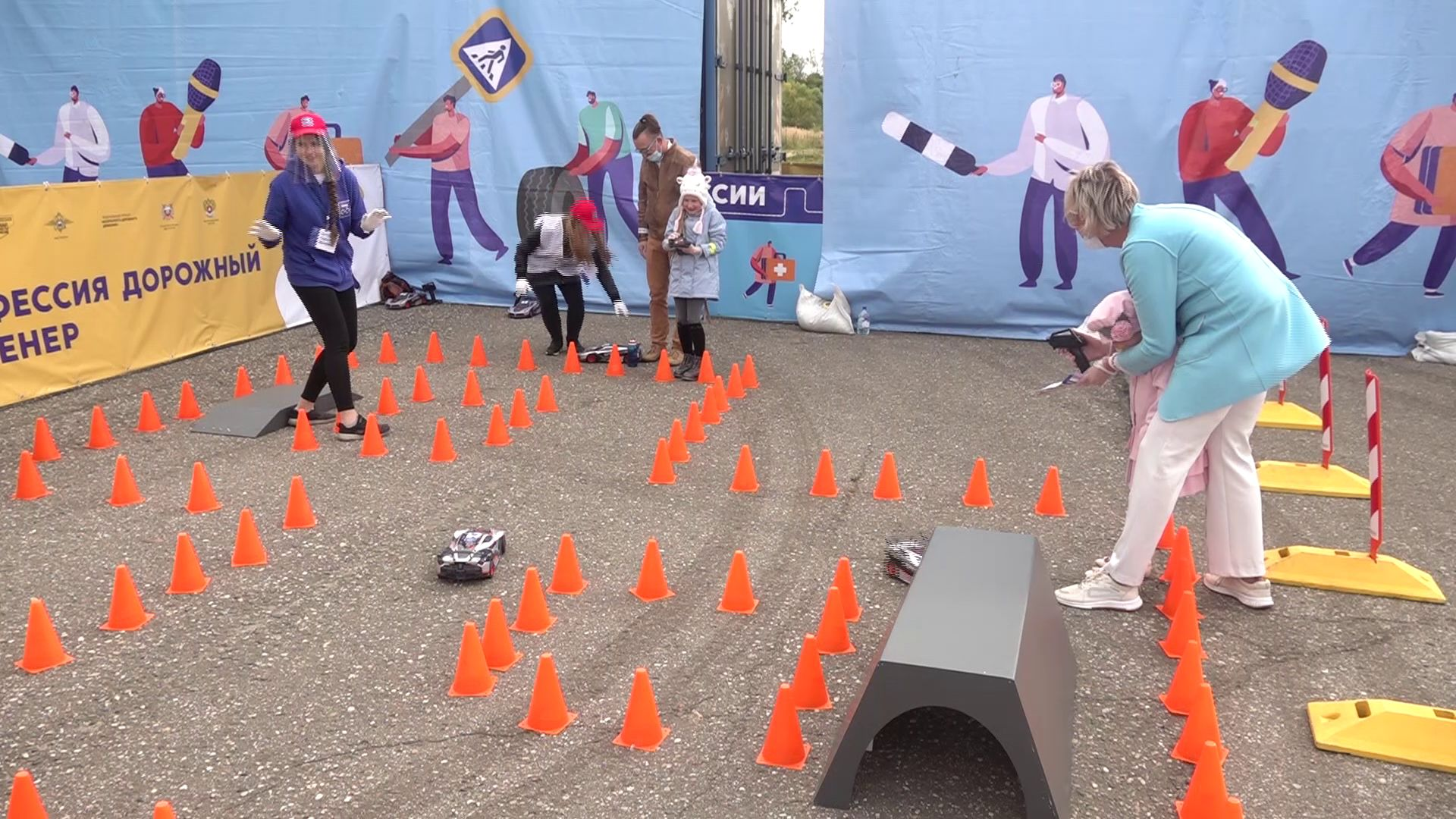 В Ярославле маленьким участникам дорожного движения рассказали о простых правилах