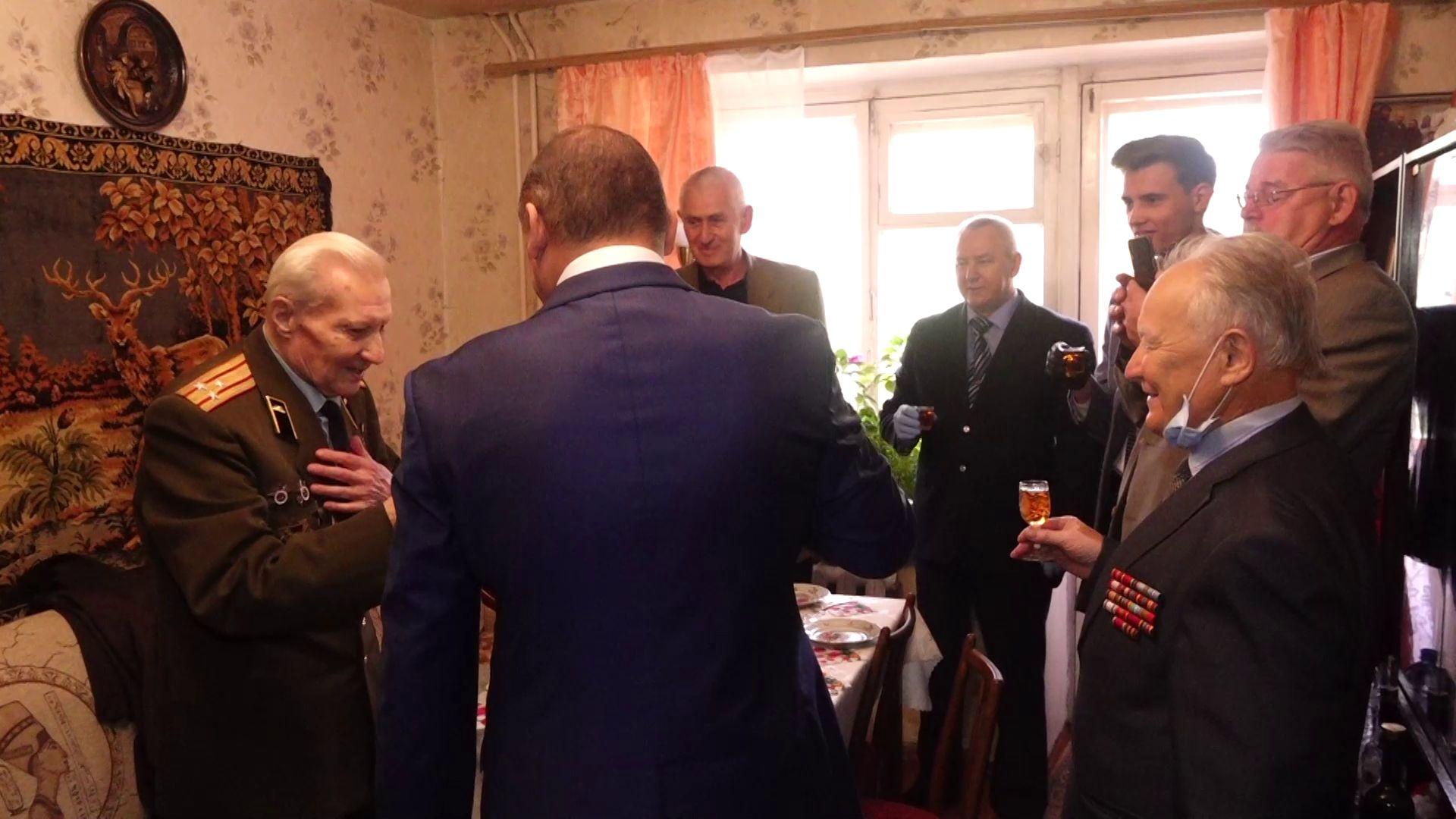 «Давайте за стол»: Сергей Рогожников празднует 100-летний юбилей