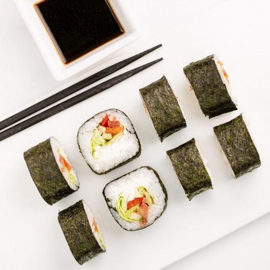 Чем хороша доставка суши на дом?