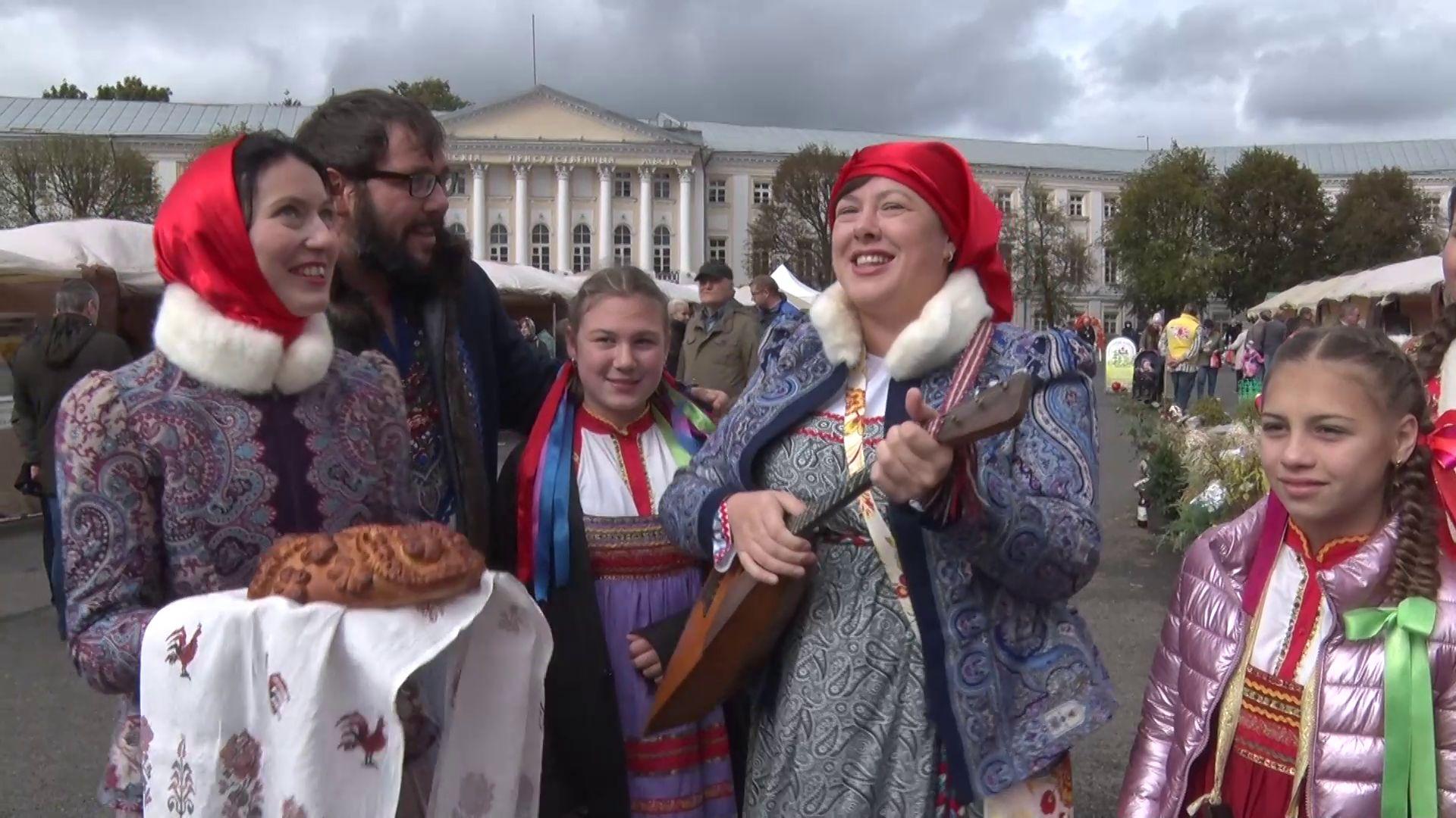 Настоящий праздник урожая развернулся на Советской площади