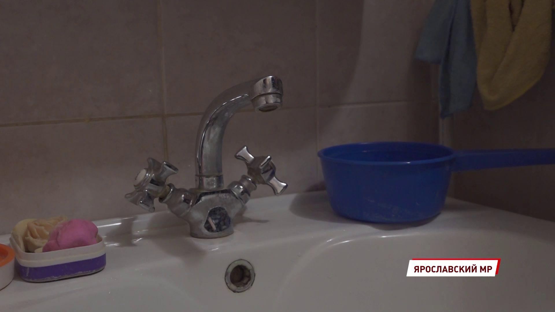 Жители Красного Холма четыре месяца живут без воды