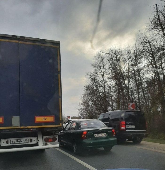 В Ростовском районе перевернувшаяся «Газель» парализовала движение