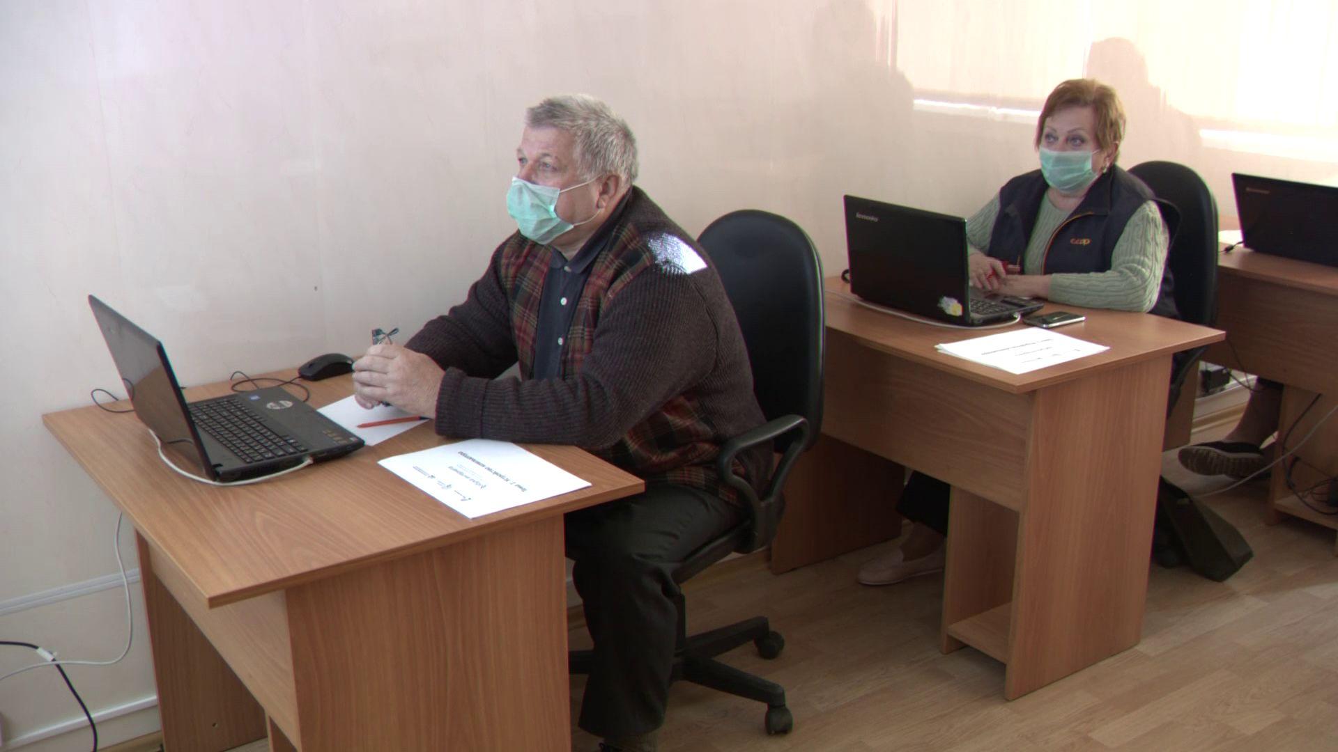В Ярославской области пенсионеров учат пользоваться компьютерами