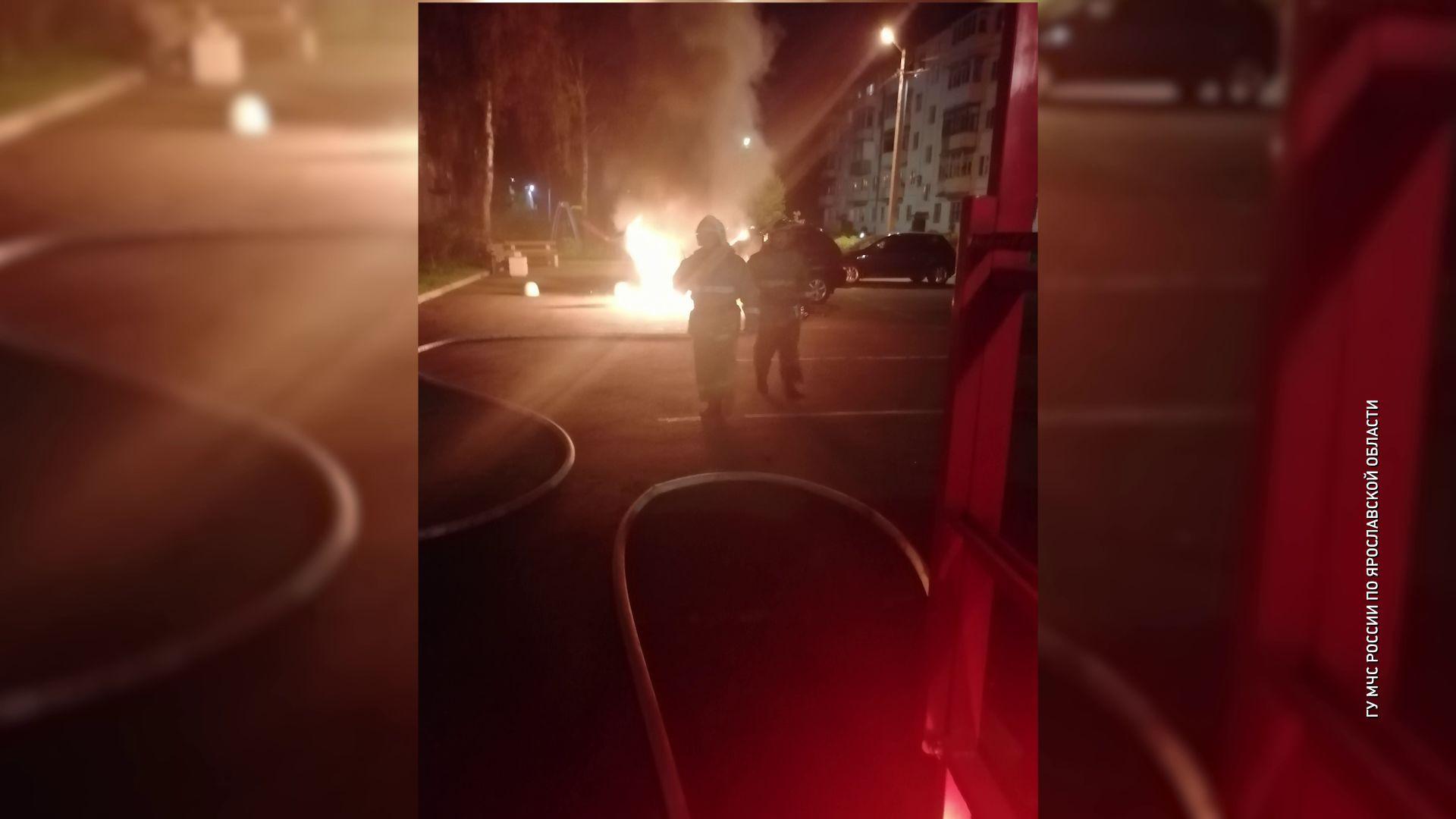 В Дзержинском районе ночью сгорел автомобиль