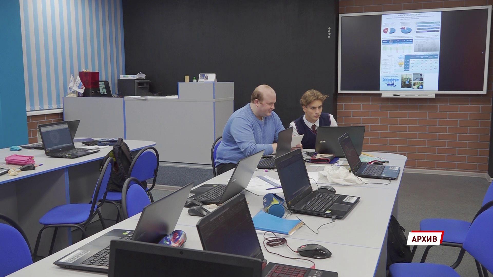 Школы и колледжи Ярославской области получат интерактивные компьютерные комплексы