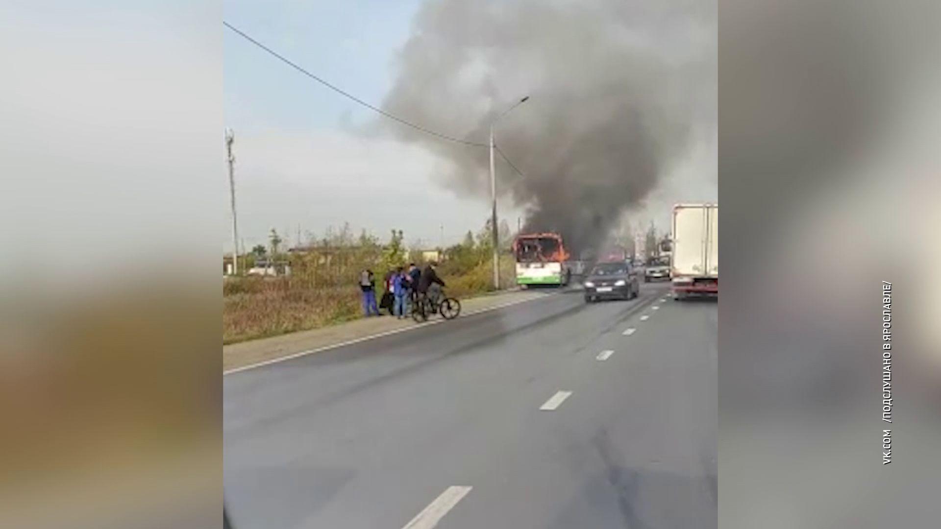 В Ярославле сгорел автобус