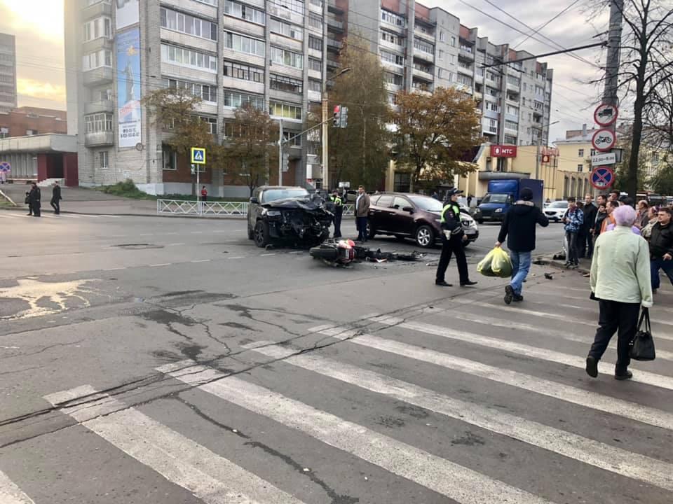 Чудом остался жив: в Рыбинске внедорожник сбил мотоциклиста