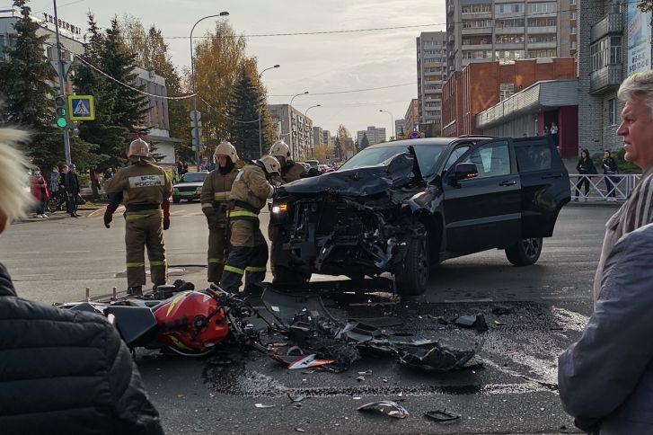 Момент ДТП с участием мотоциклиста в Рыбинске попал на видеорегистраторы