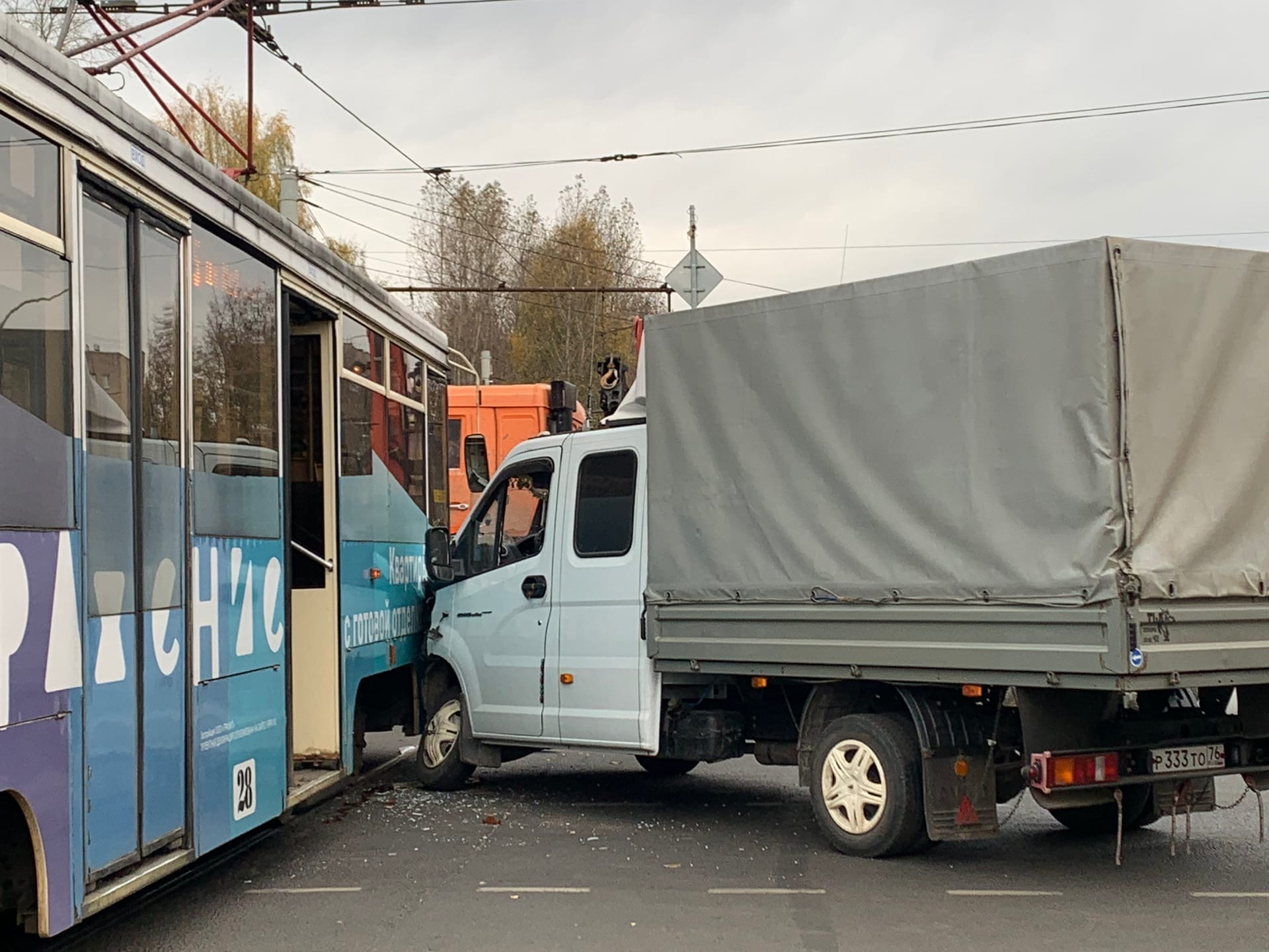 В Ярославле «Газель» врезалась в трамвай