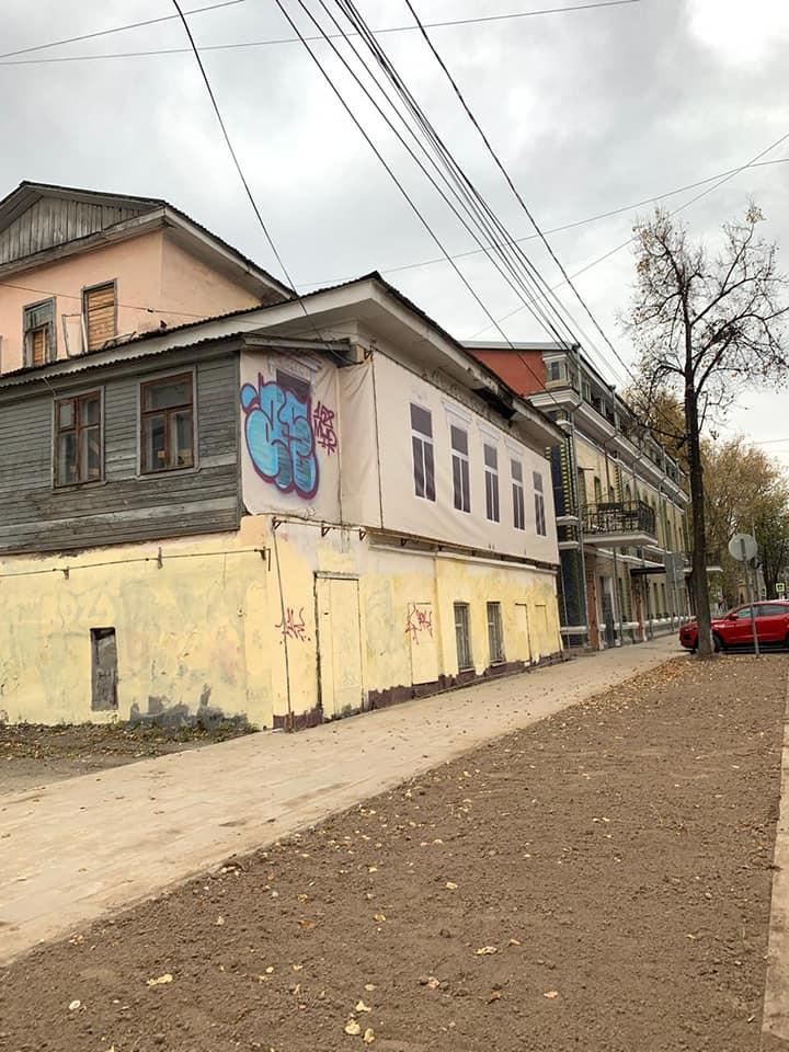 В центре Ярославля вандалы испортили недавно восстановленные фасады зданий
