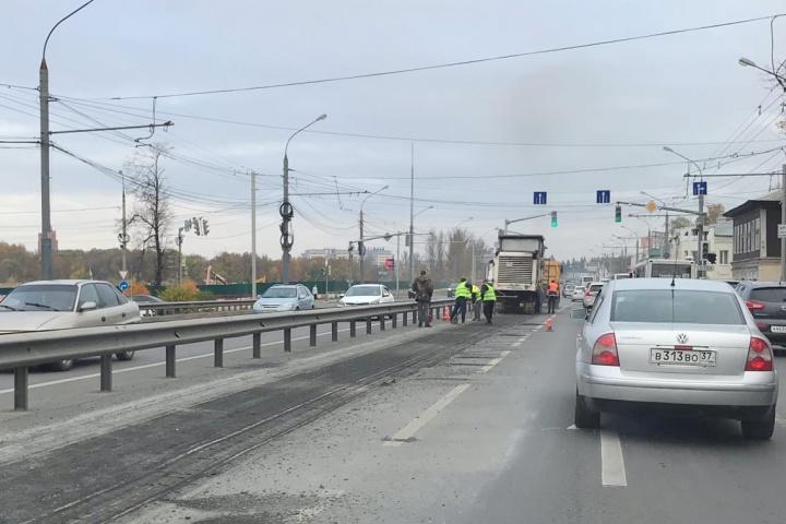 Посреди выходного дня Московский проспект в Ярославле встал в пробку
