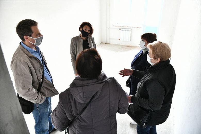 Жителям пострадавшего дома на улице Батова уже показывают новые квартиры