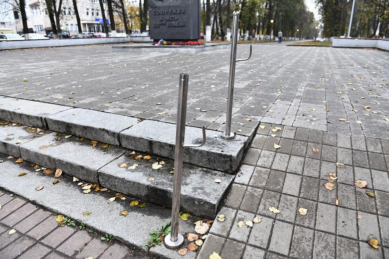 В Ярославском сквере починят перила, которые испортили вандалы