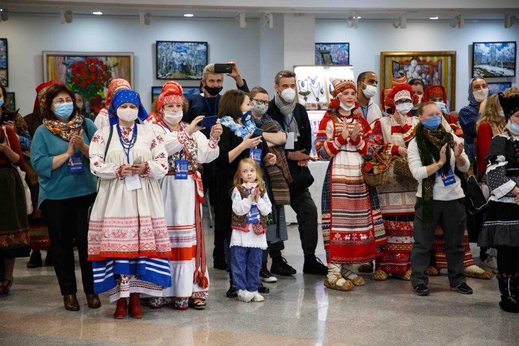Свыше сотни костюмов и кукол в костюмах: в Ярославле стартовал необычный фестиваль