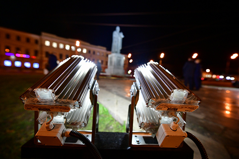 У памятника Ярославу Мудрому появилась новая подсветка