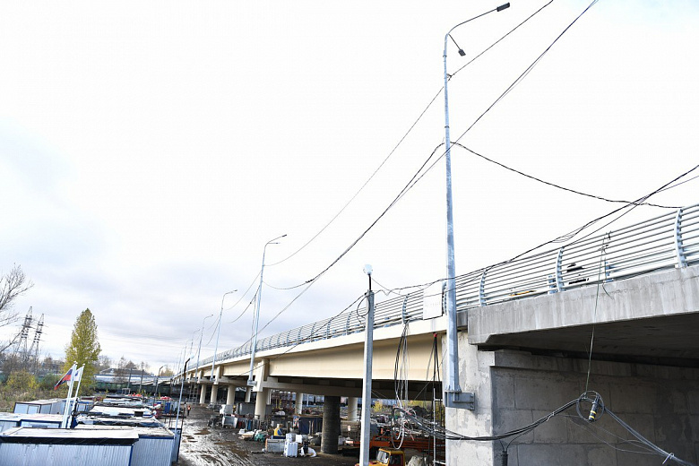 Правую сторону Добрынинского моста подготавливают к открытию