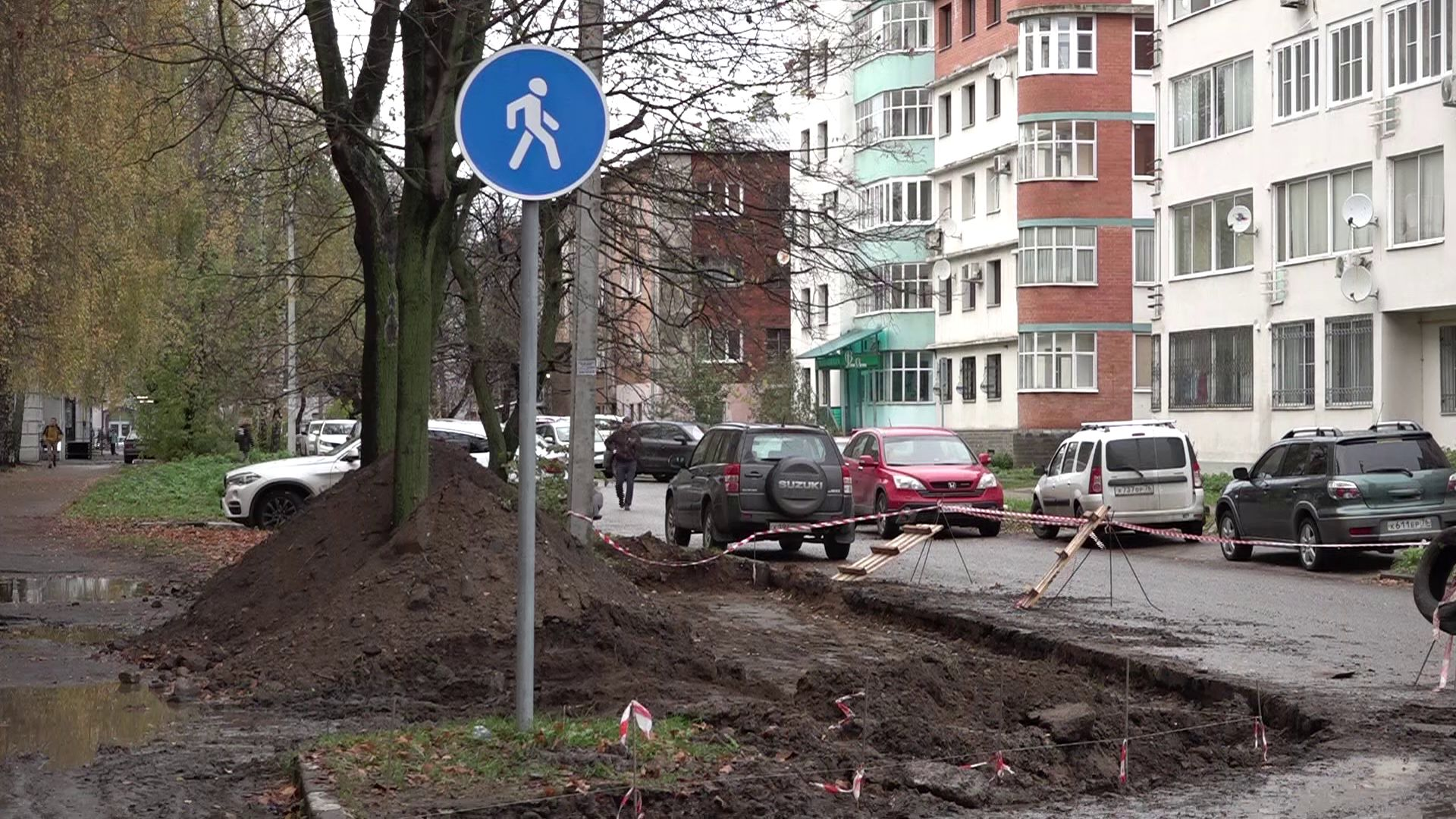 В Ярославле вместо кленов делают парковку