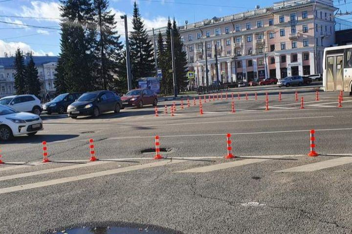 На площади Волкова в Ярославле огородили островки безопасности