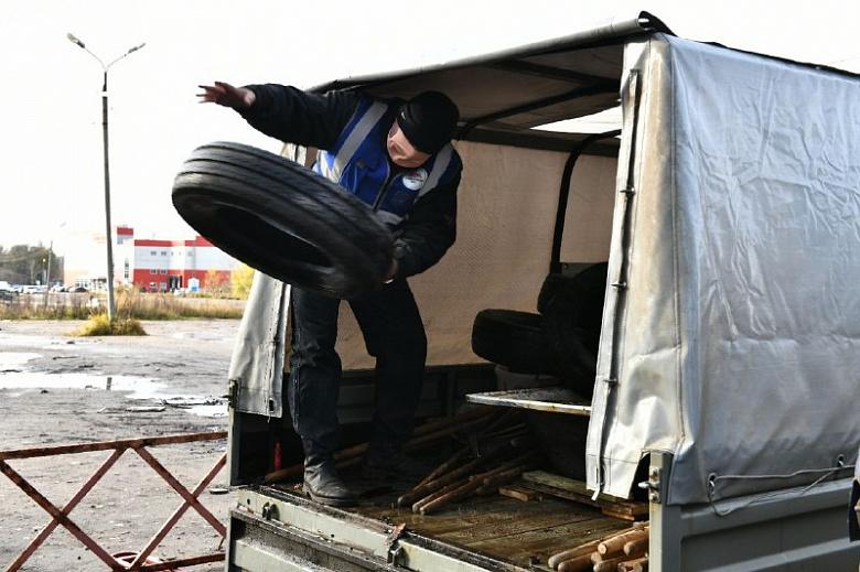 В Дзержинском районе Ярославля принимают старые покрышки и корм для бездомных животных