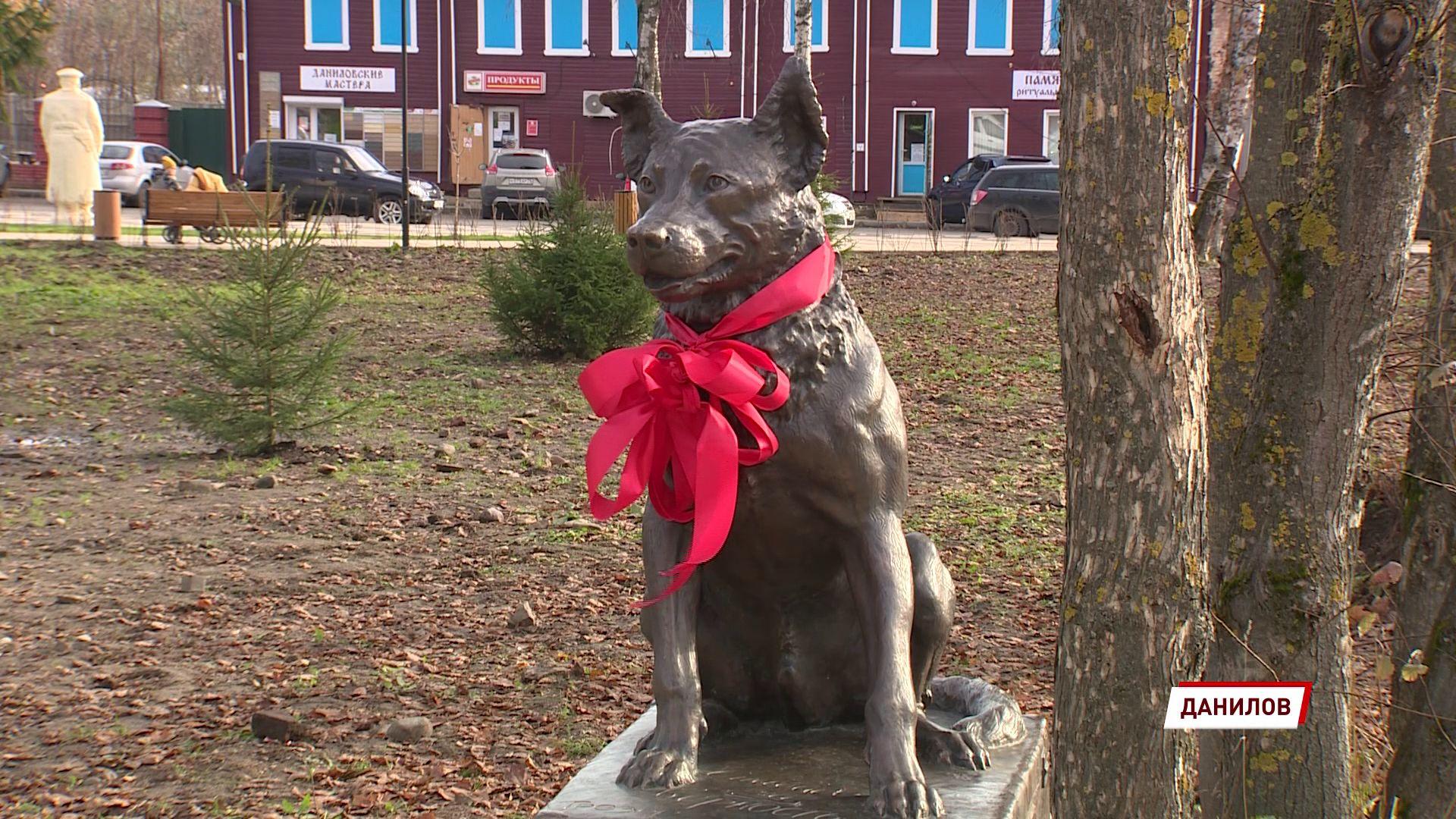 В Данилове установили вторую в области бронзовую скульптуру собаке